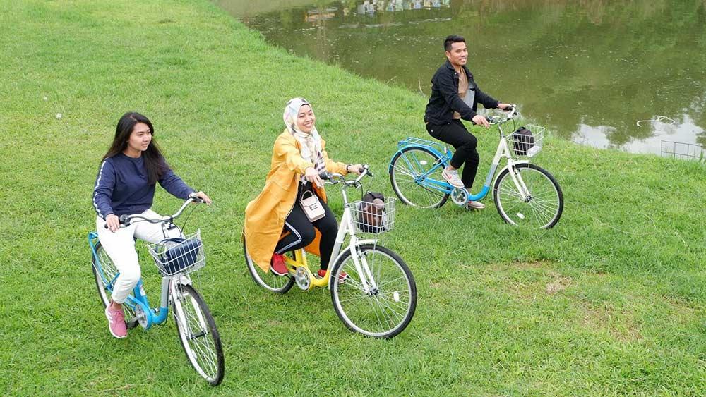 Bersepeda di Taman Lembah Dewata