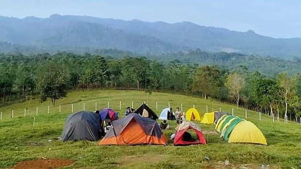 Camping di Bukit Waruwangi