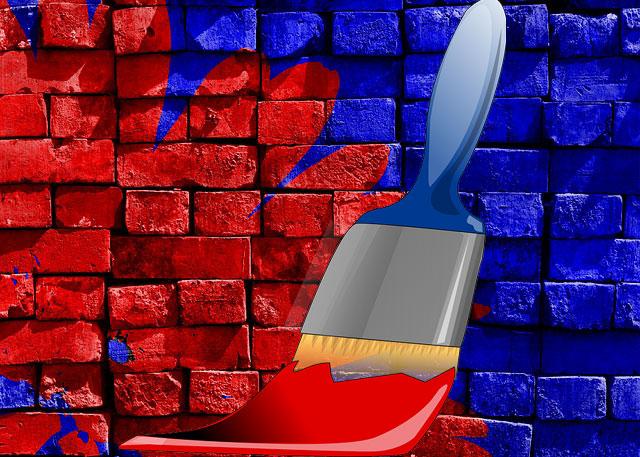 mengecat dinding rumah