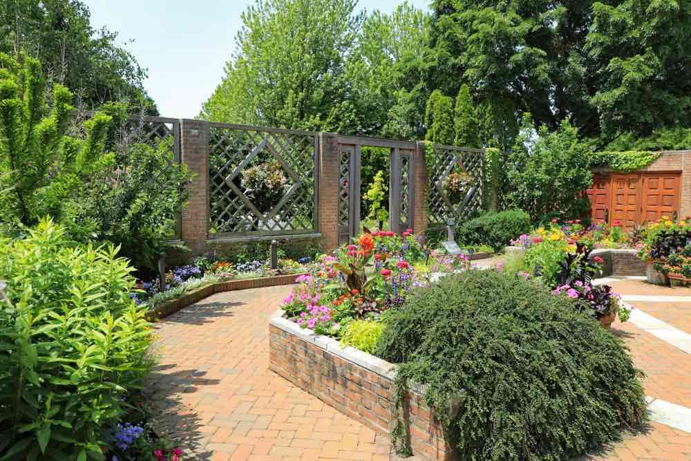 kelebihan dan kekurangan taman rumah