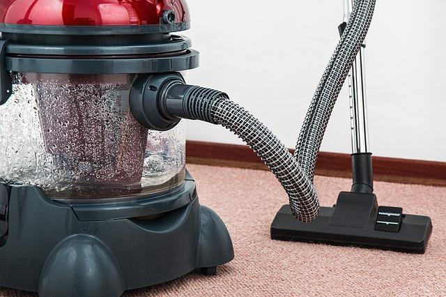 vacuum cleaner penyedot debu di rumah