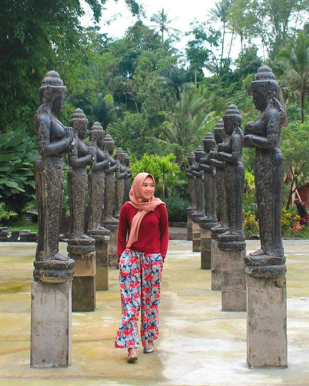 area patung-patung di lembah tumpang resort