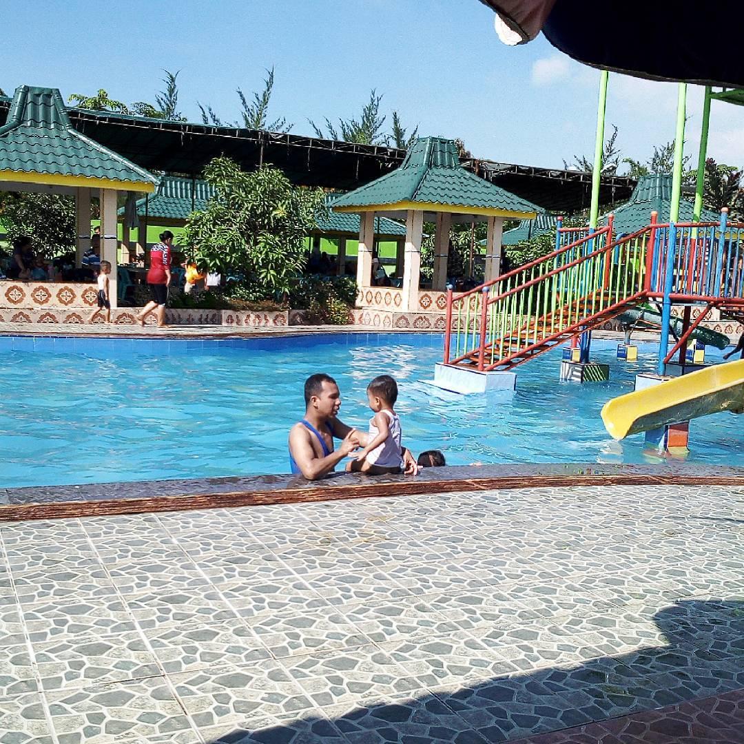 asyiknya berenang bersama anak di bima utomo waterpark medan