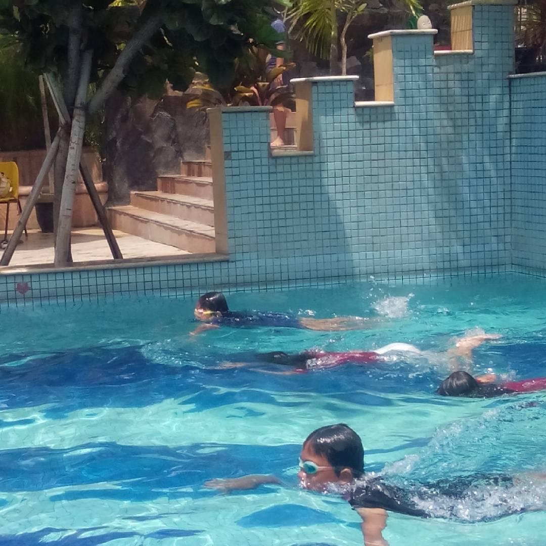 asyiknya berenang di jungle toon waterpark semarang