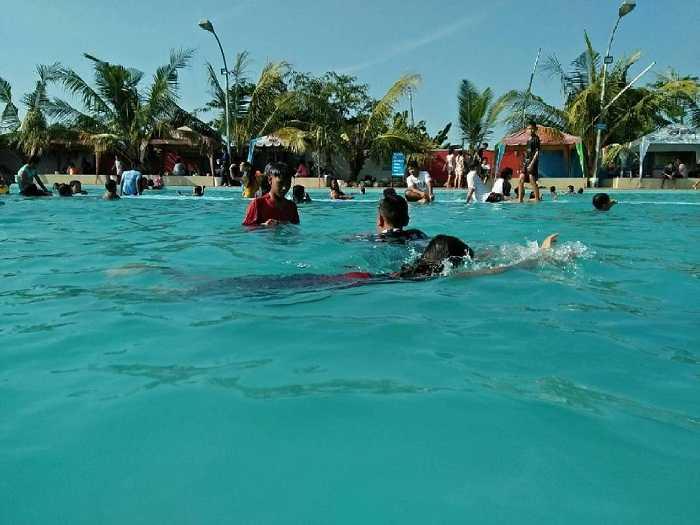 ayiknya berenang di kolam renang tirta mas tanjung morawa