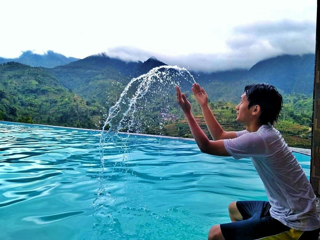 asyiknya bermain air di kolam renang soko langit wonogiri