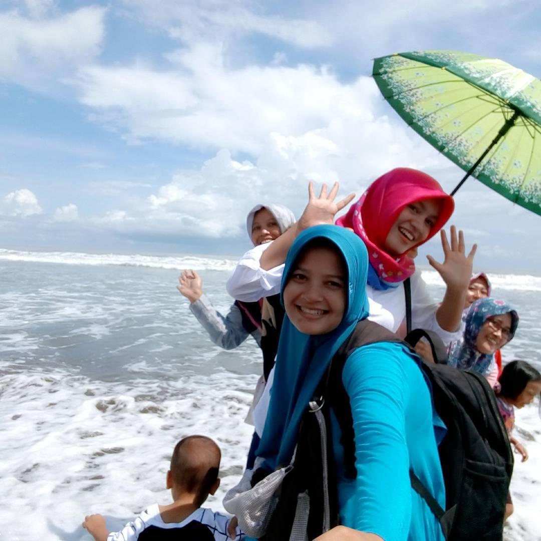 asyiknya liburan di pantai suwuk kebumen