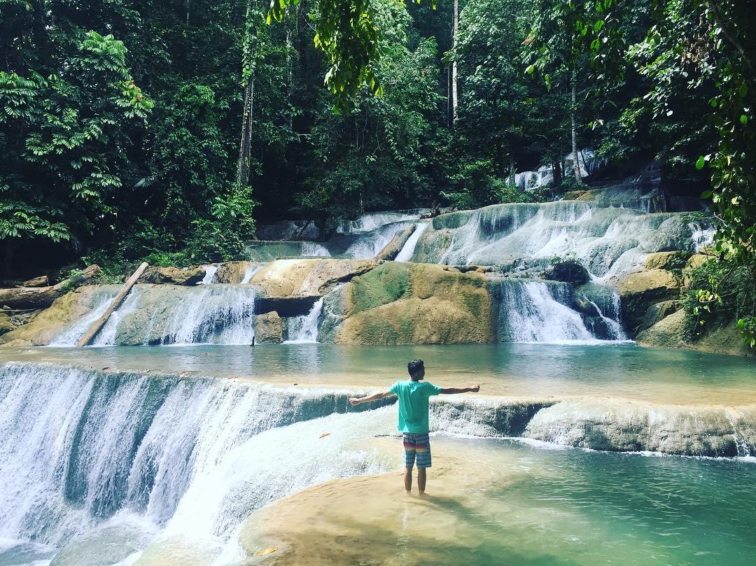 asyiknya liburan di wisata air terjun moramo konawe selatan sulawesi tenggara