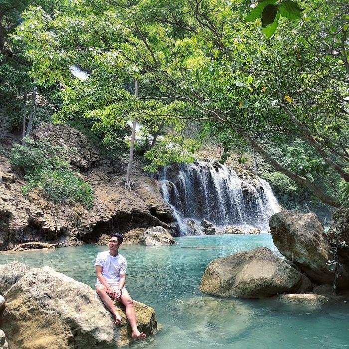 asyiknya menikmati liburan di wisata air terjun lapopu sumba tengah