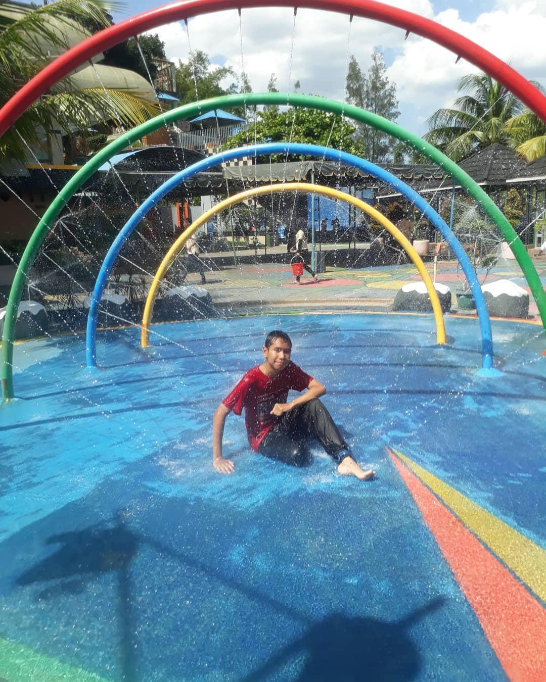 berselfie di hairos waterpark medan