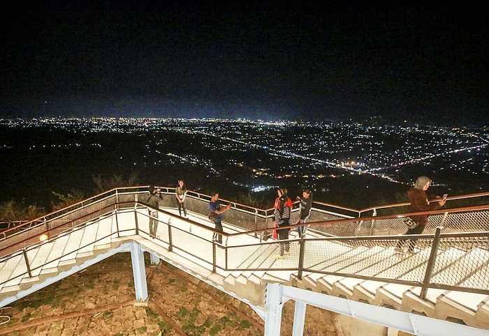 berswafoto di sky bridge heha sky view
