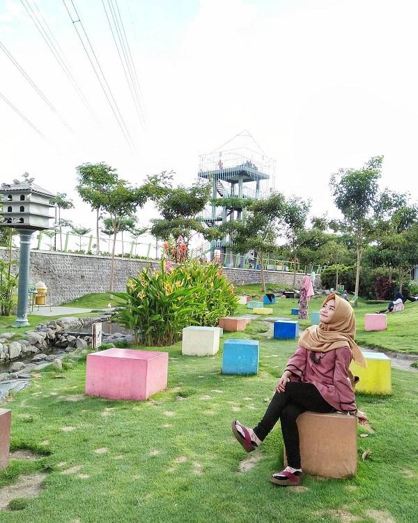 berswafoto di taman hijau simpang lima gumul