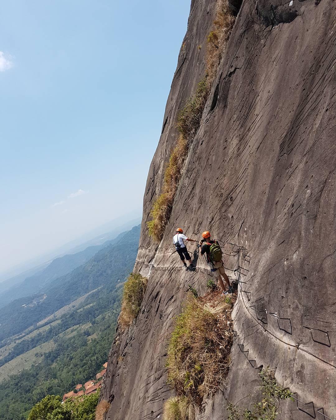 climbing di gunung parang purwakarta