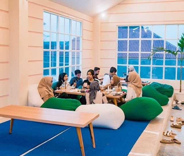 indoor carney cafe jogja