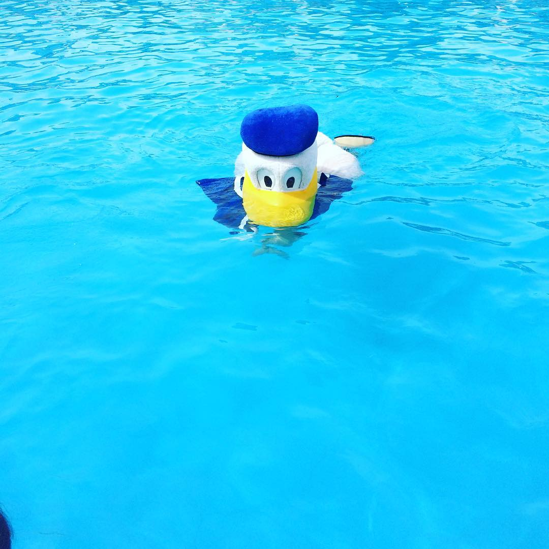 jernihnya air di kolam renang bima utomo waterpark medan