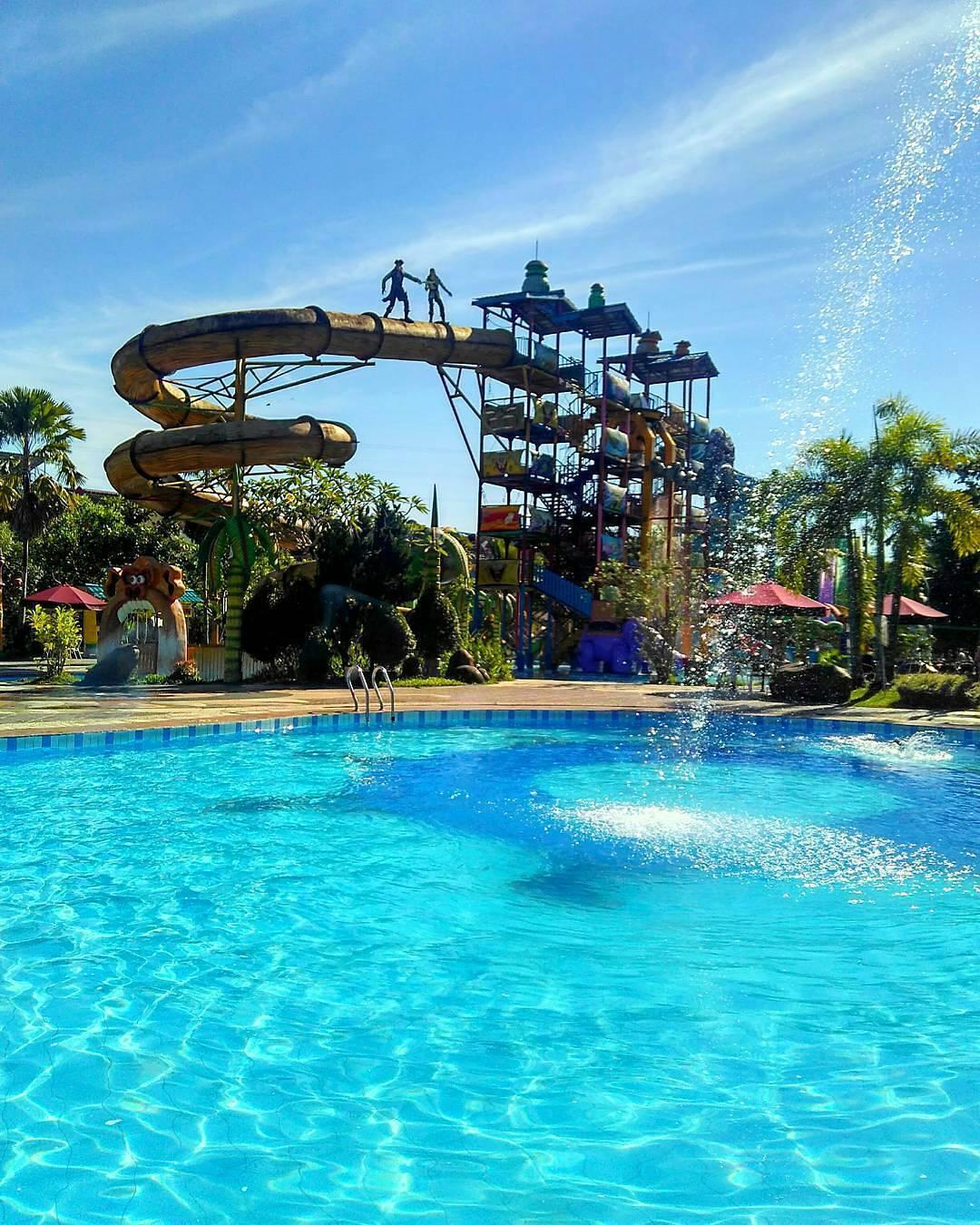 jernihnya air kolam di caribbean island waterpark balikpapan