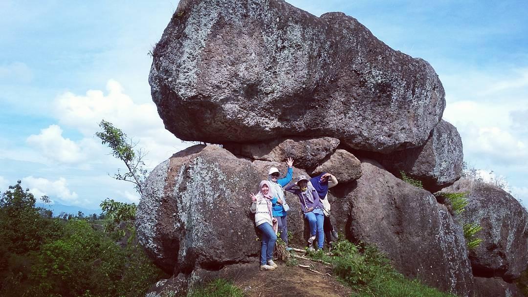 keunikan batu solor bondowoso