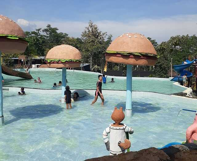 kolam anak di wisata bajak laut 2 wonosalam jombang