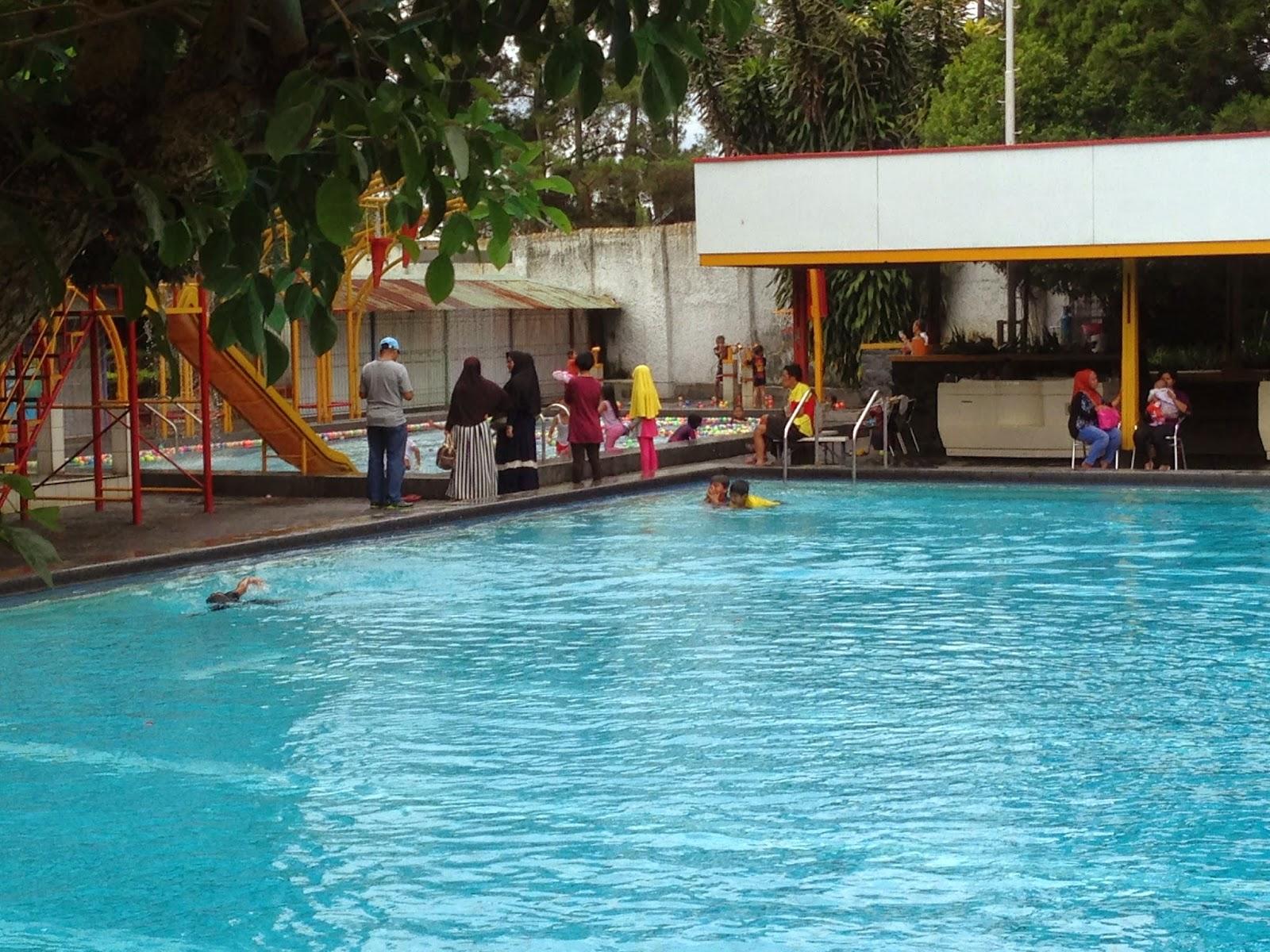 kolam renang air panas rumah sosis