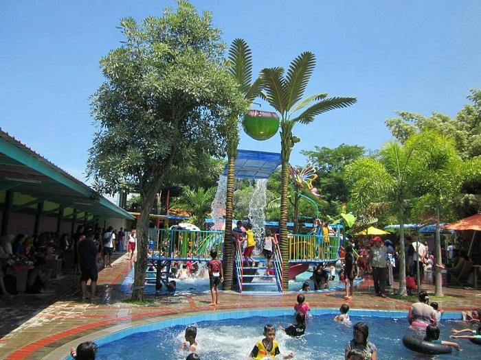 kolam renang anak di kolam renang jedong cangkring sidoarjo