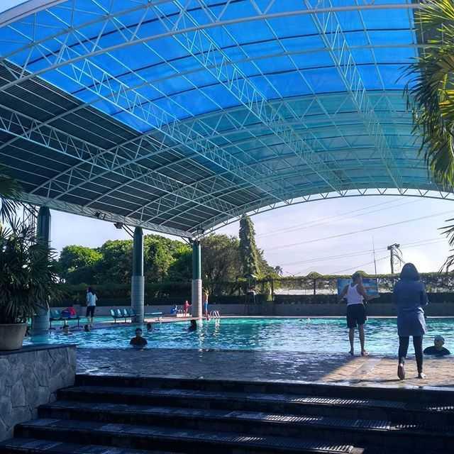kolam renang batununggal semi outdoor