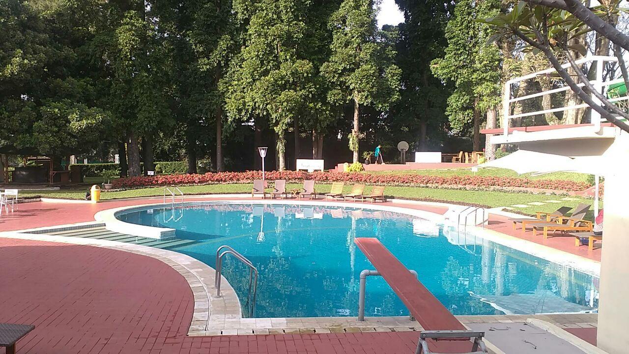 kolam renang air panas bumi sangkuriang