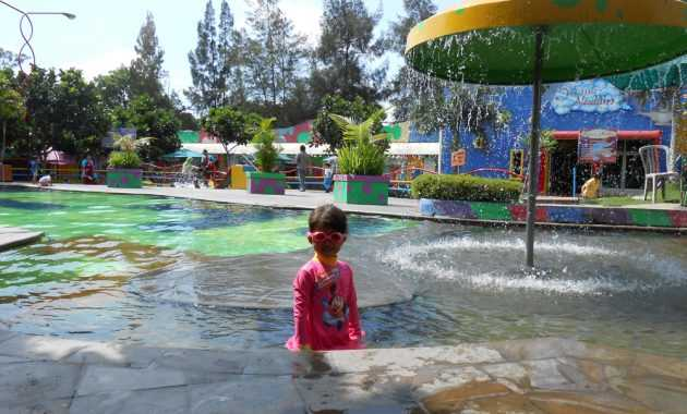 kolam renang de rumah playground