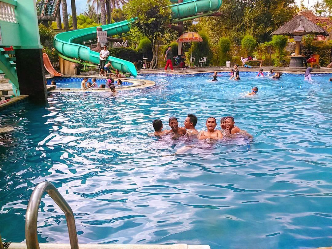 kolam renang di danau dariza resort