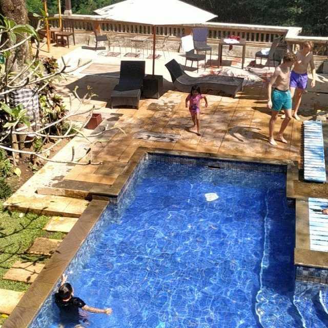kolam renang di hotel ubud malang