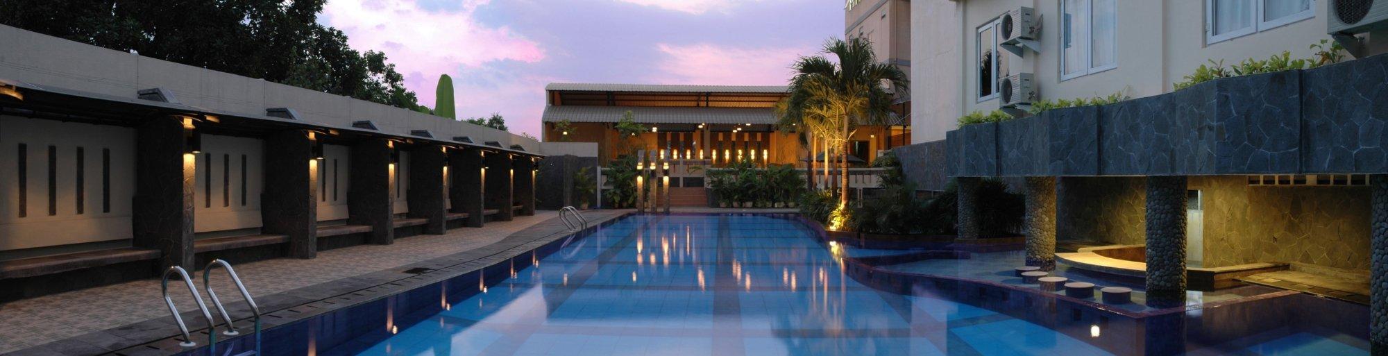kolam renang hotel asia