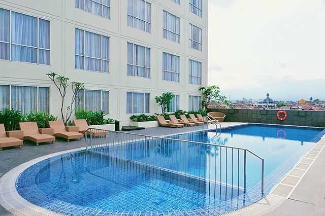 kolam renang hotel atria