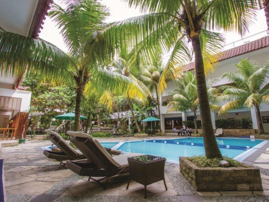 kolam renang hotel salak the heritage