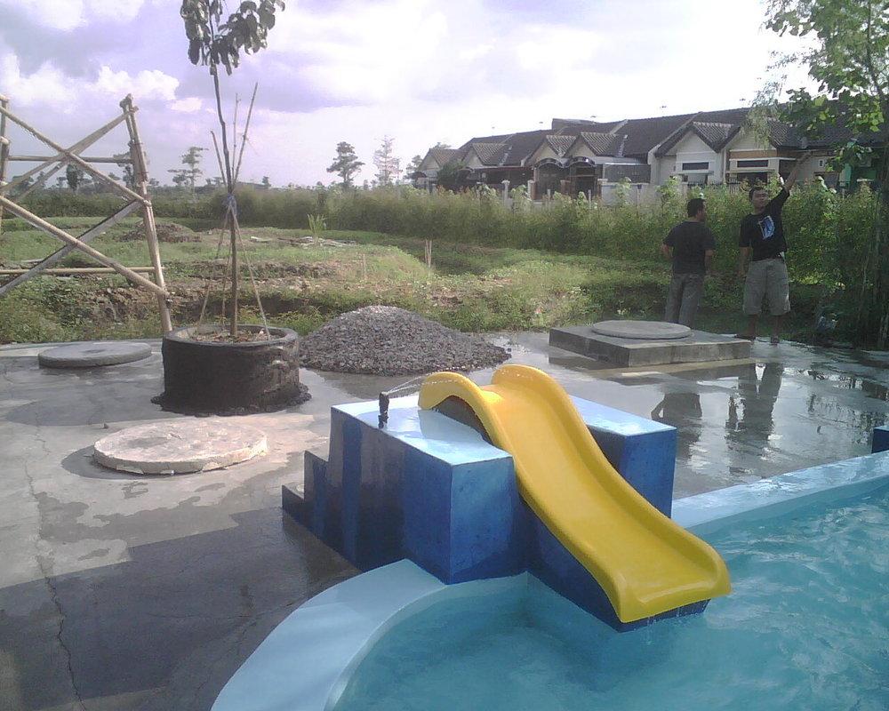 kolam renang kora kora