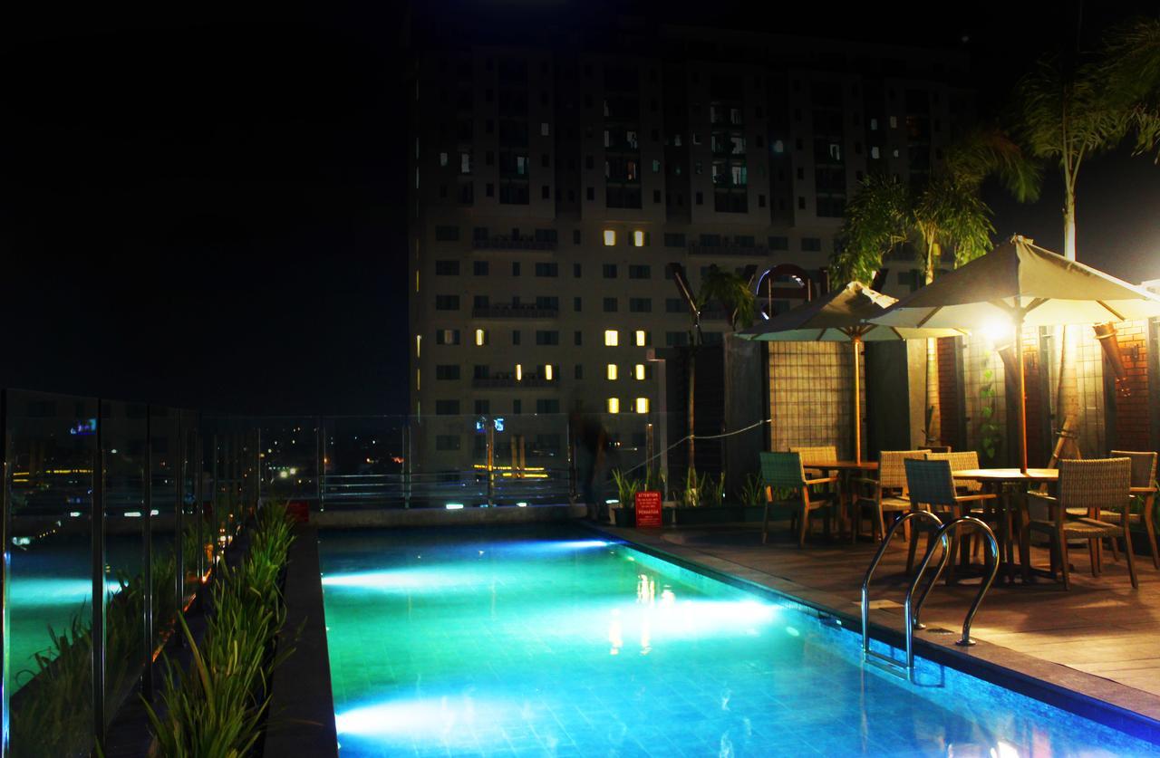 kolam renang sala view hotel
