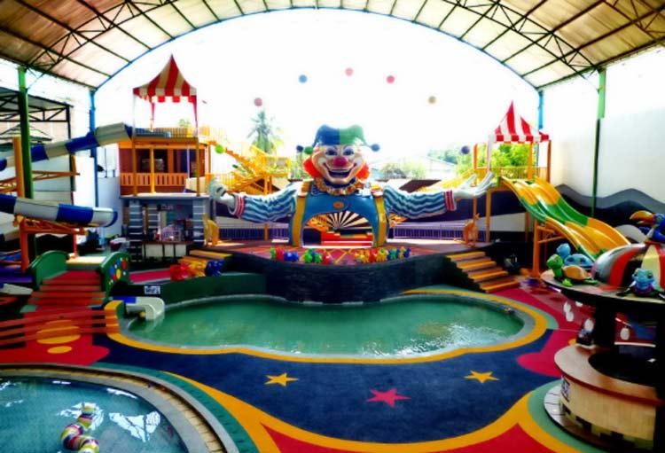 kolam renang sirkus waterplay jatiasih