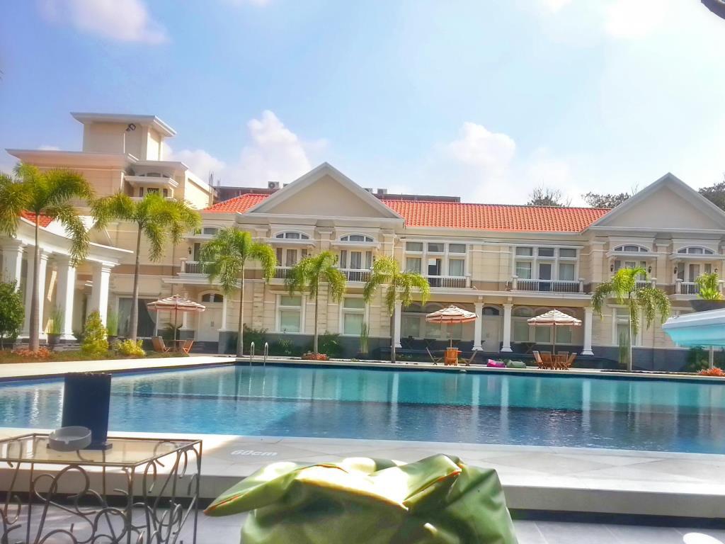 kolam renang the adhiwangsa hotel