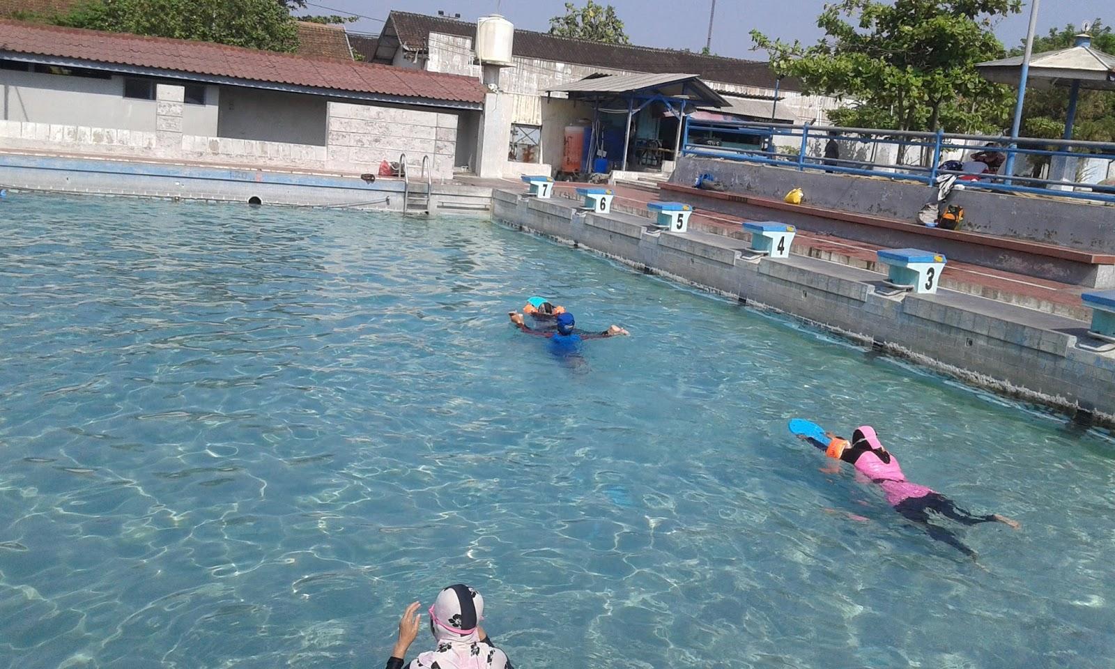 kolam renang tirtomoyo