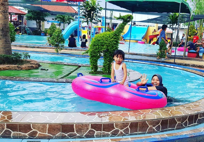 kolam renang untuk anak di cluring waterpark banyuwangi