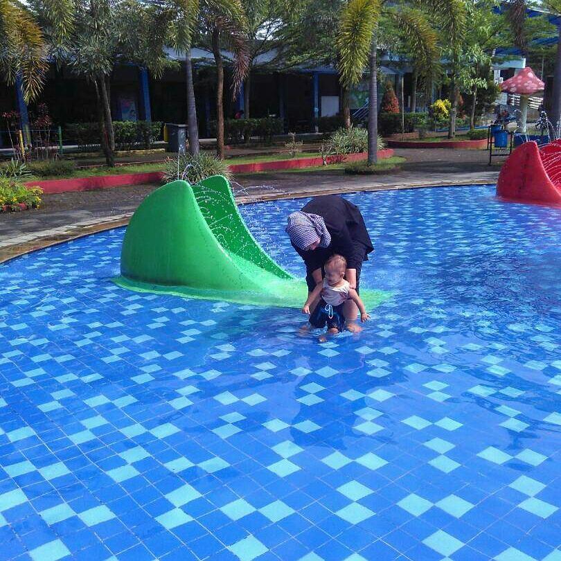 kolam renang untuk anak di sangkan waterpark