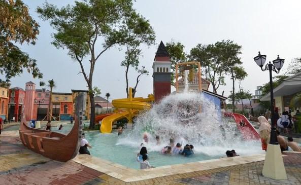 kolam renang venetian water carnaval