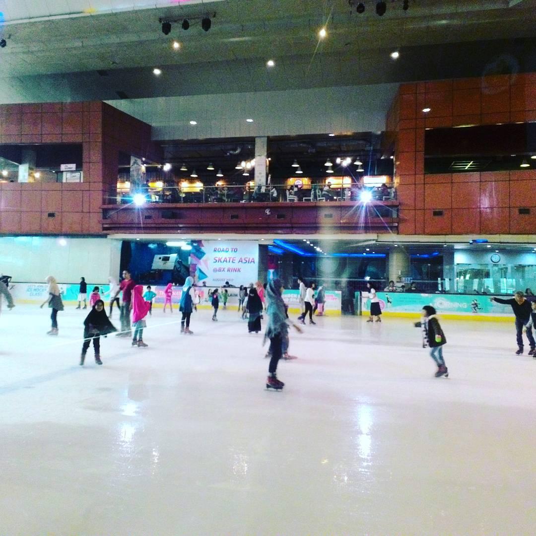 liburan dengan bermain ice skating bintaro tangerang selatan