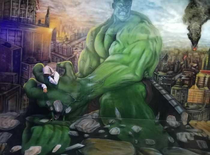 lukisan 3d hulk di the illusion bogor