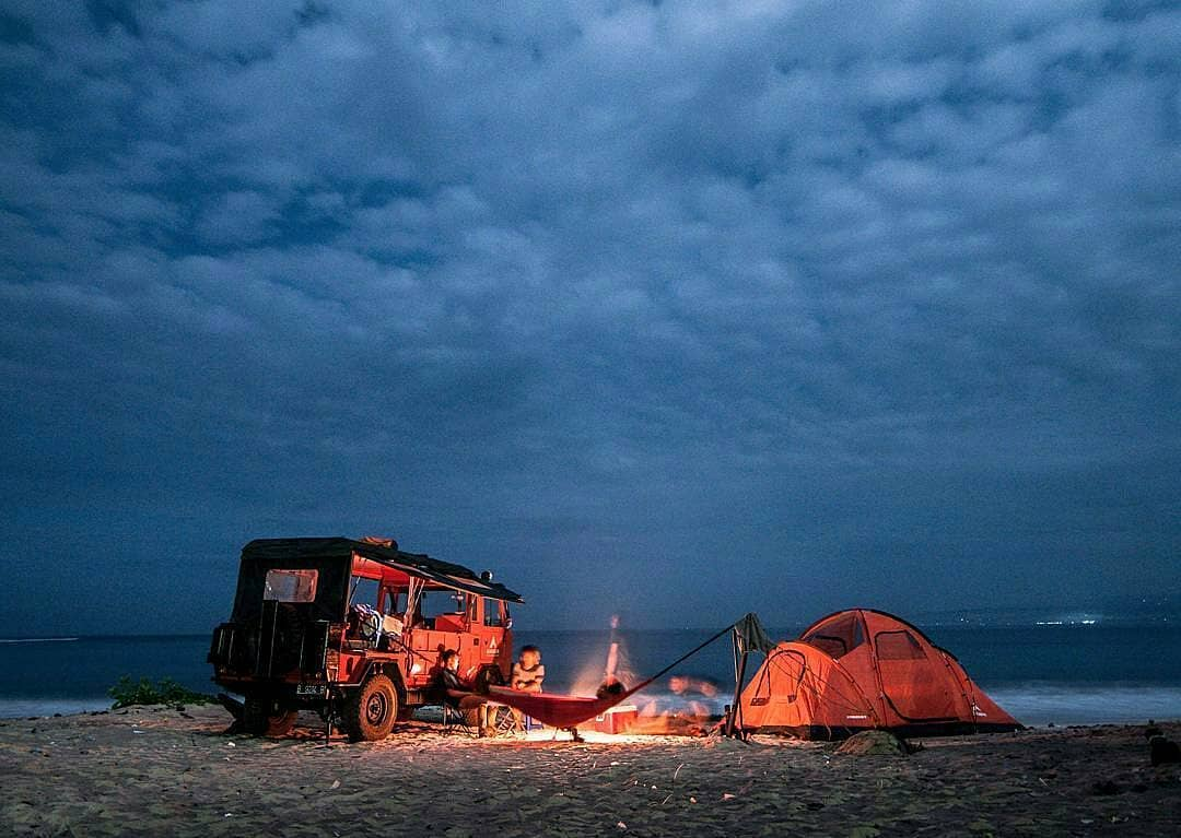 menikmati asyiknya sensasi outbond di pantai santolo