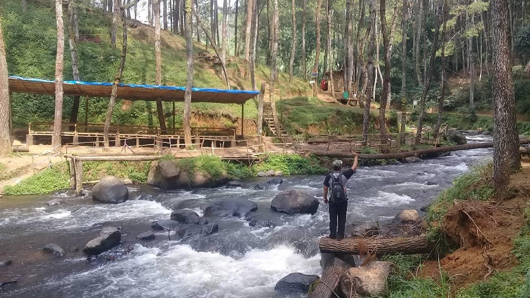 menikmati pemandangan alam di kampung singkur pagelangan bandung