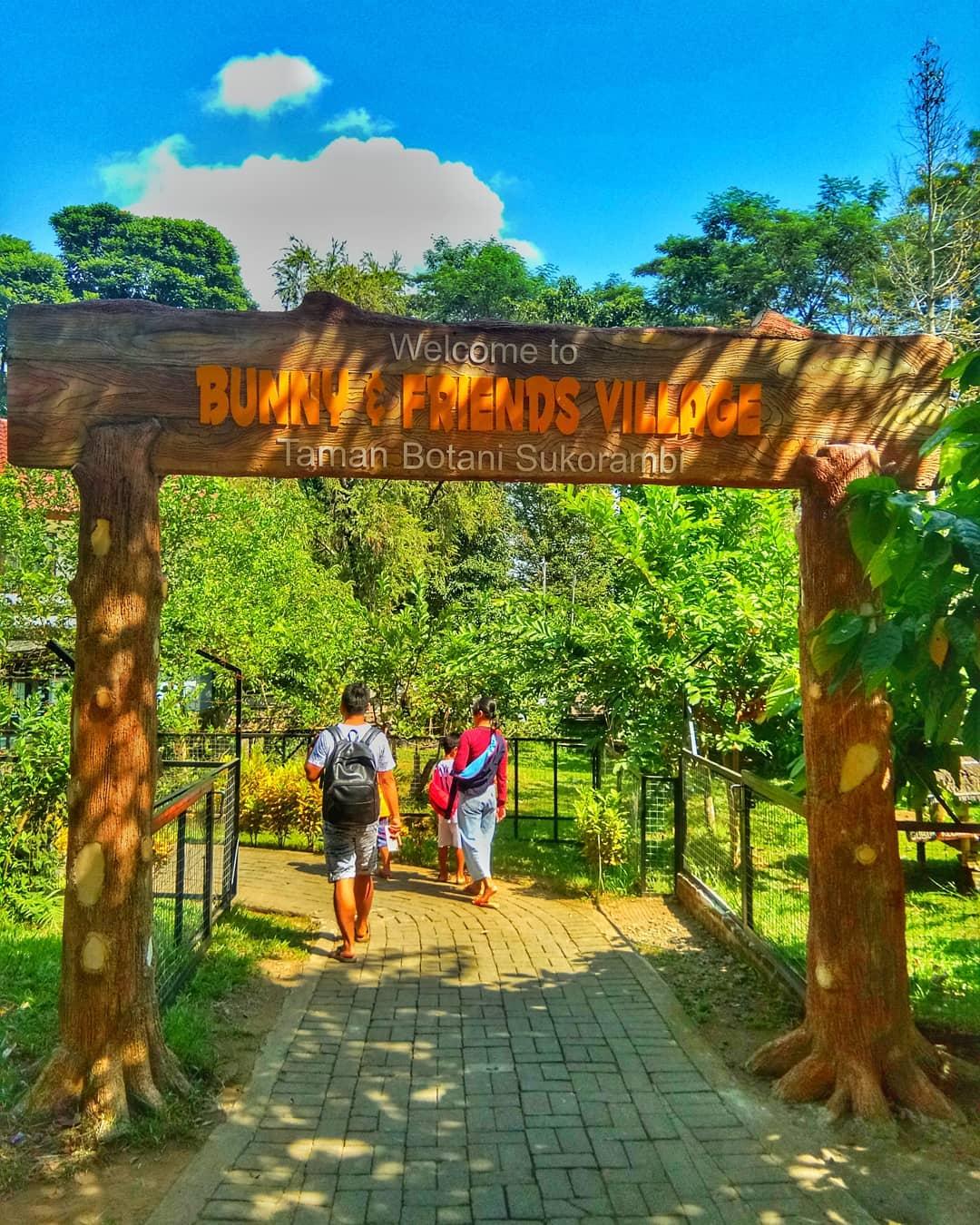 menikmati pemandangan taman botani sukorambi jember