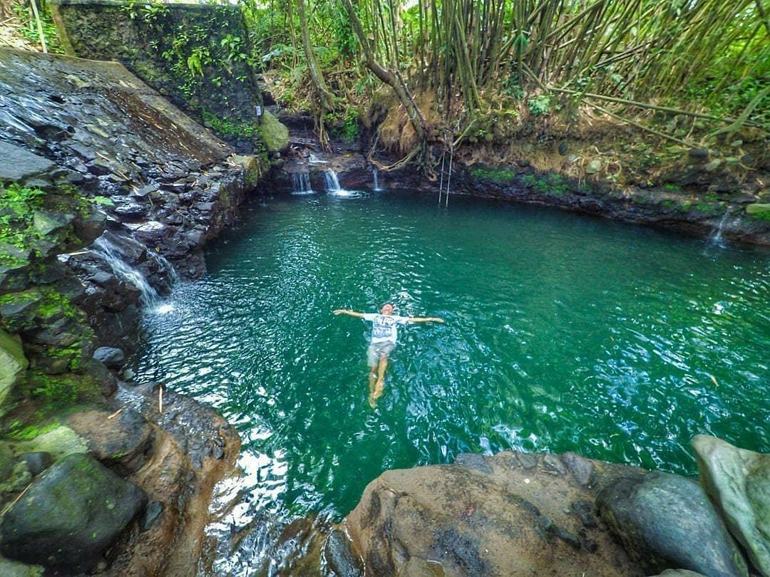 menikmati sensasi berendam di blue lagoon jogja