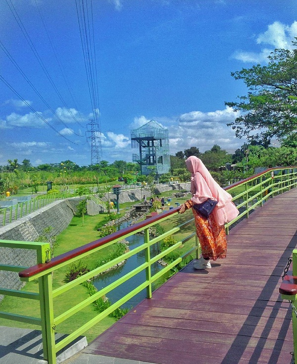 menyaksikan pemandangan taman hijau slg yang memanjakan mata