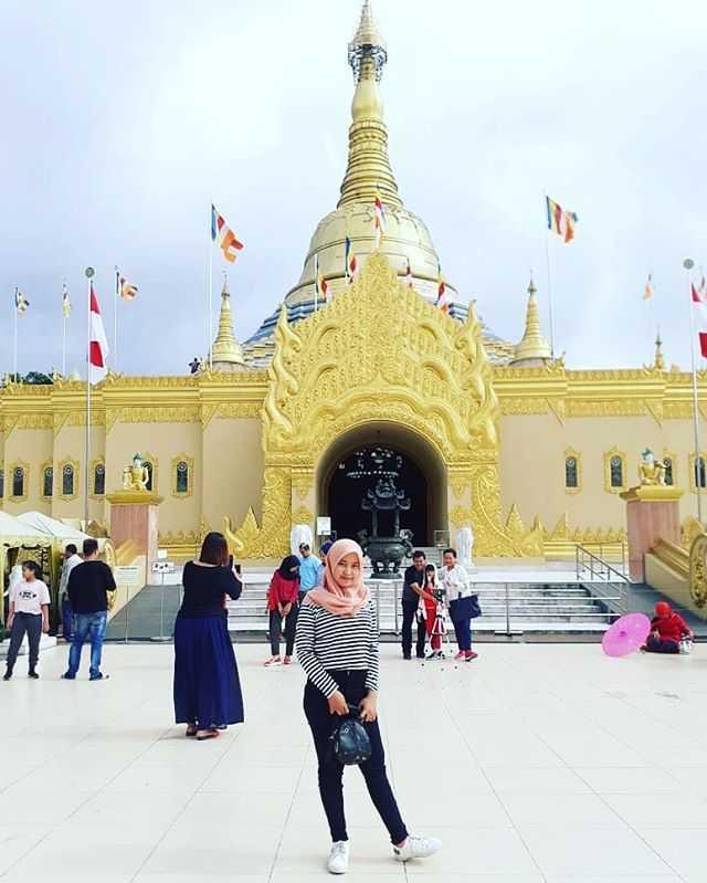 pagoda taman lumbini berastagi