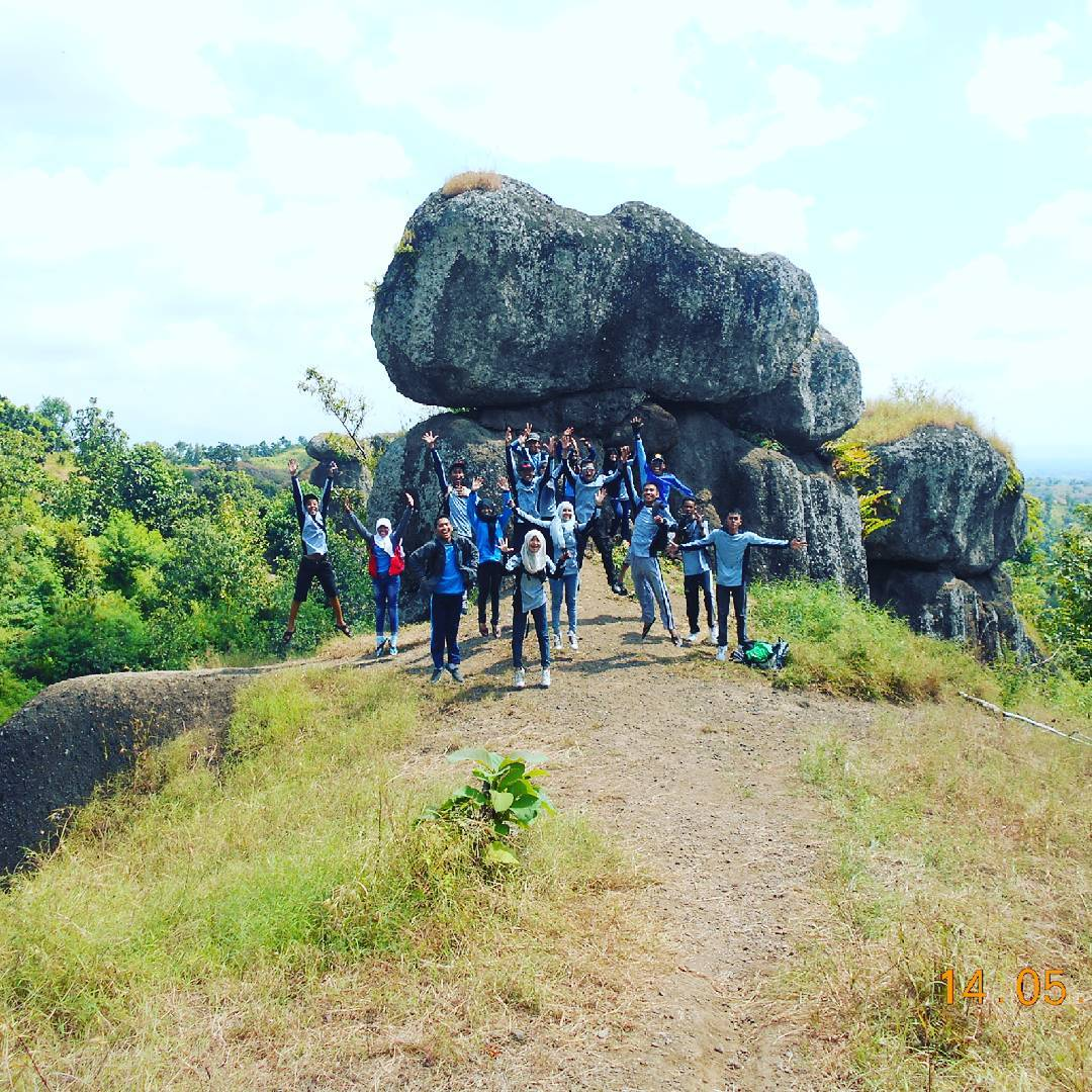 panorama batu solor bondowoso