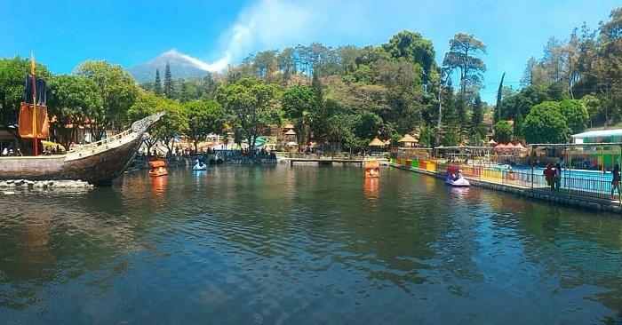 panorama danau buatan di wisata ubalan pacet